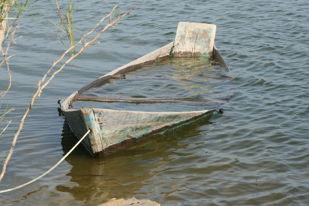 Resultado de imagem para canoa furada