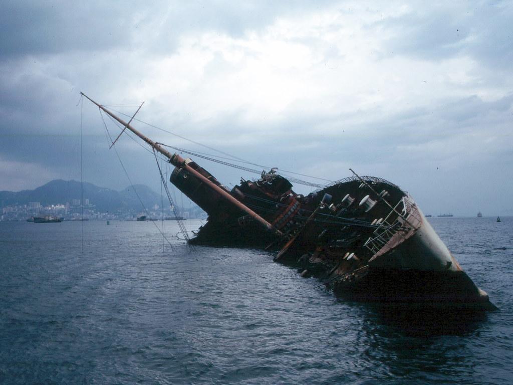 Wreck Of Queen Elizabeth In Hong Kong From Wikipedia Flickr - Queen elizabeth cruise ship wikipedia