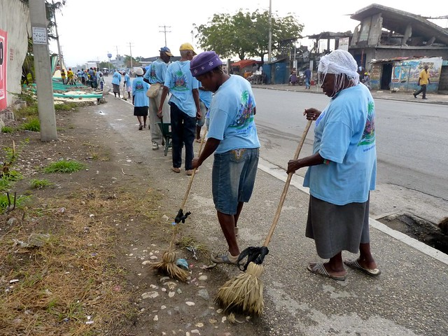 Cleaning the streets 3 | On the outskirts of Cite Soleil ...