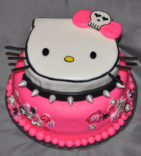 Hello Kitty Cake I Had A Hard Time Getting The Fondant