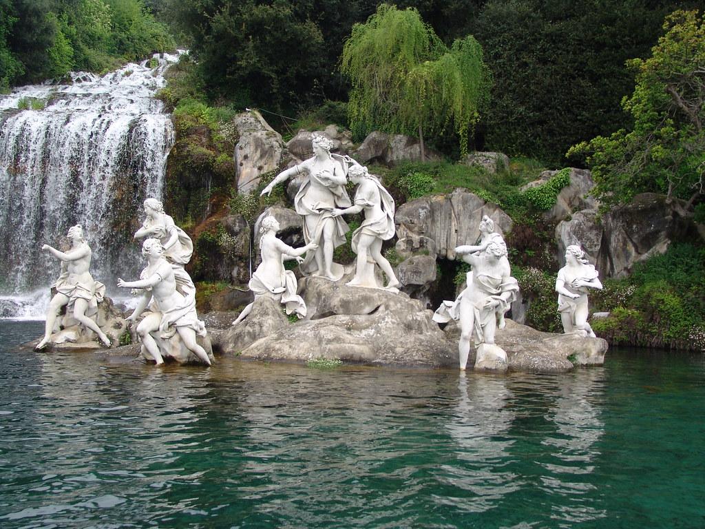 Reggia di caserta italy la fontana di diana e atteone - Il bagno di diana klossowski ...