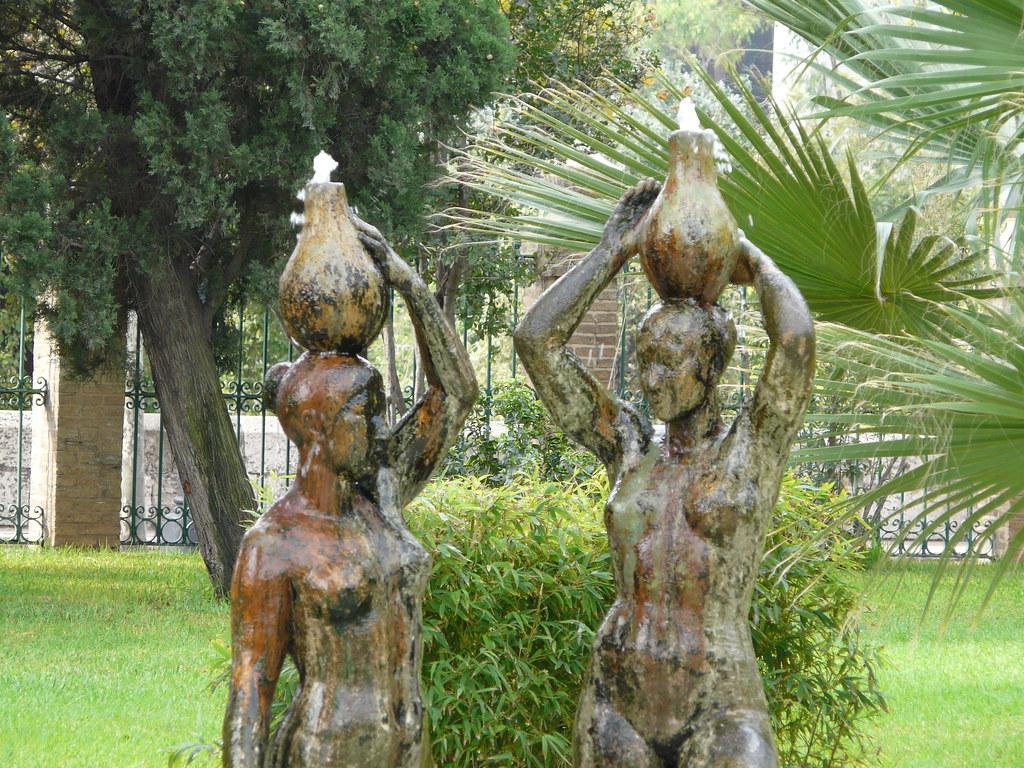Mujeres desnudas en el Jardín del Real - Jardín de los Viv… | Flickr