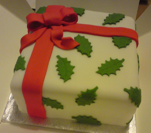 Cake Decorating Ideas Square : Holly Parcel Christmas Cake Square rich fruit cake ...