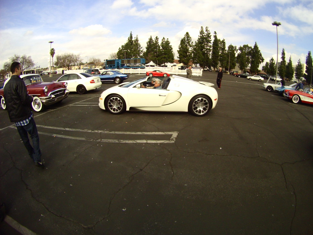jay leno showed up at supercar sunday in a bugatti veyron flickr. Black Bedroom Furniture Sets. Home Design Ideas