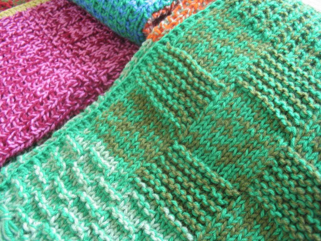 Manta de lana tejida a dos agujas las mantas de puerta for Mantas de lana de colores