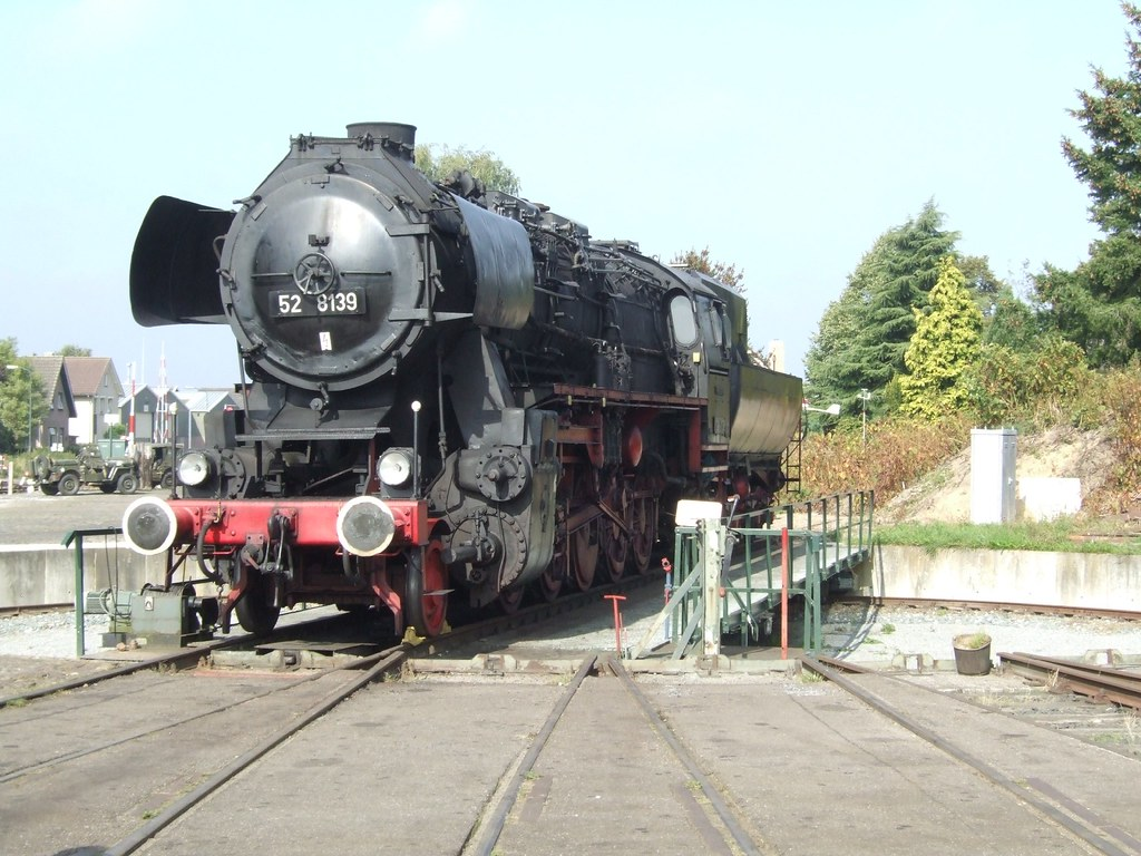 The D Train Trailer German