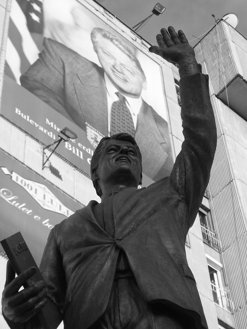 Bill Clinton statue and mural by CC user 12309019@N06 on Flickr