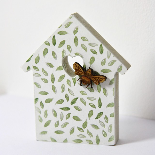 How to create decoupage home decor projects - Bee Garden decoupaged leaf paper house
