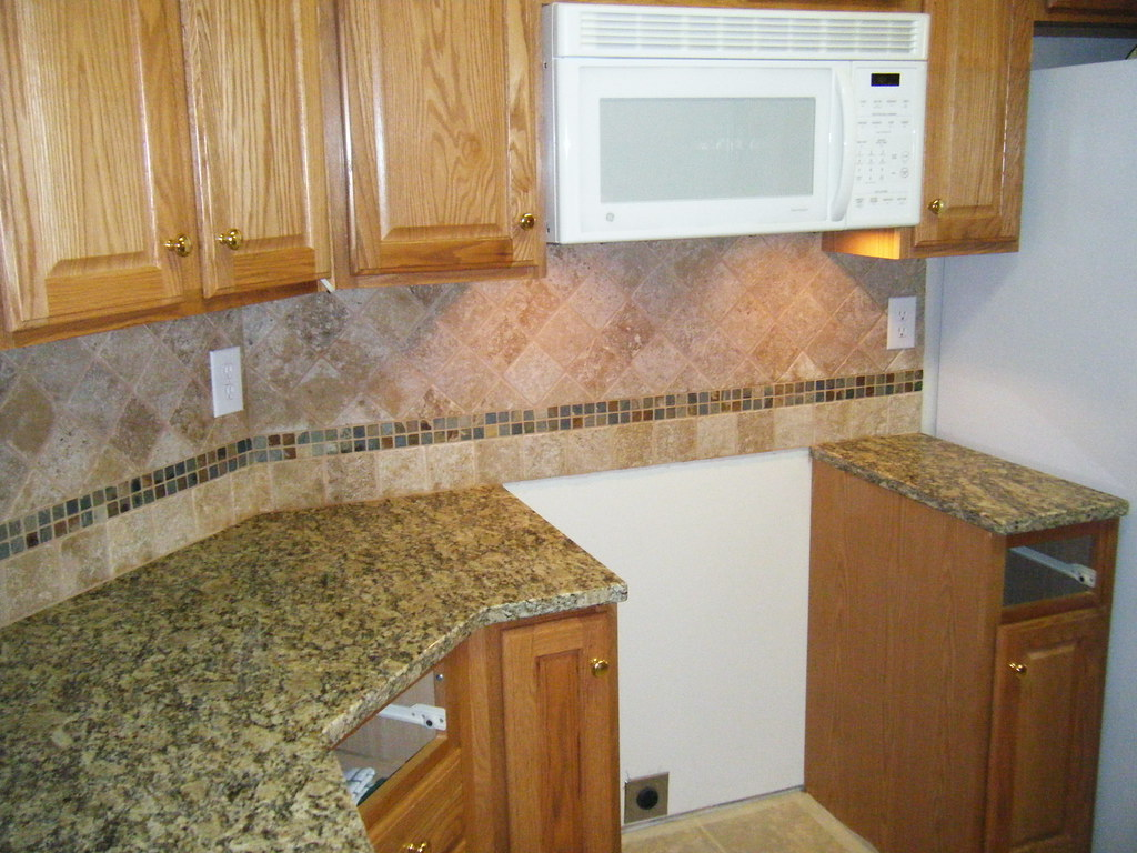 Santa Cecilia Granite With Tile Backsplash Design You