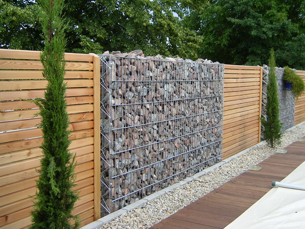 Mur gabions claustras on adore le m lange bois pierre for Paysagiste cloture