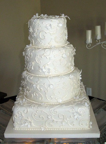 wedding cake jobs ivory scrolls wedding cake pearlized scrollwork on 22995