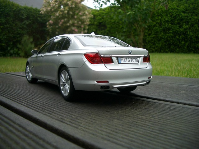 Conversion BMW 750Li F02 Kyosho 118 Silver To Sophistogrey Metallic