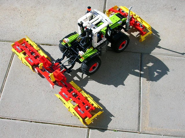 lego technic claas xerion with mower 100 lego technic. Black Bedroom Furniture Sets. Home Design Ideas