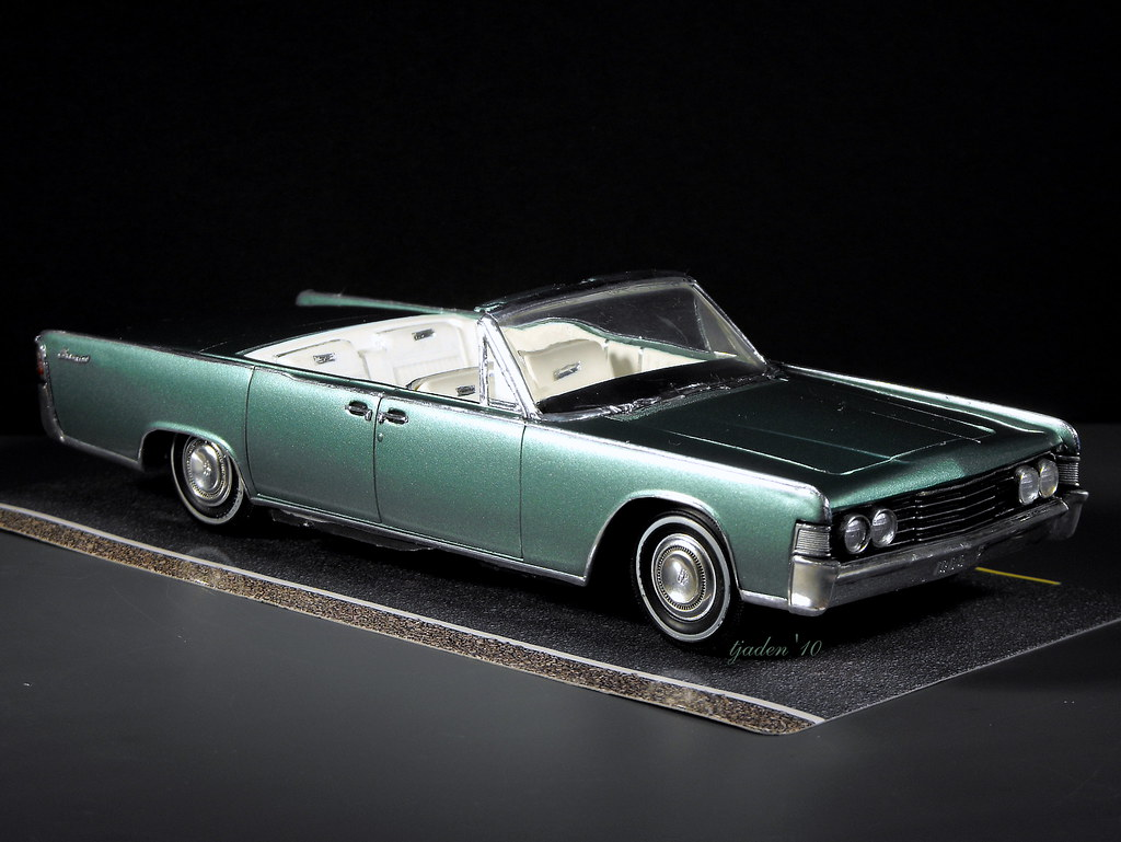 1965 lincoln continental nearing completion 1 25 scale. Black Bedroom Furniture Sets. Home Design Ideas