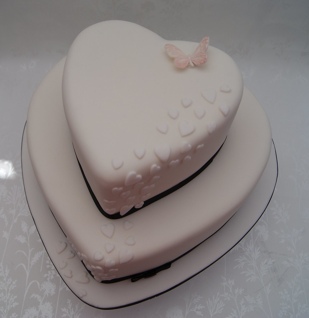 2 tier heart shaped wedding cakes cascading hearts wedding cake two tier shaped 10132