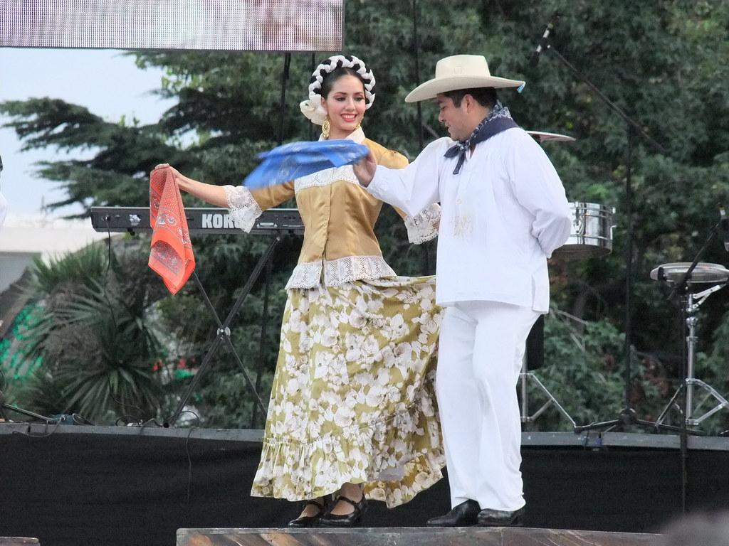 Baile Mestizo Baile De Guerrero En El Zocalo De Toluca