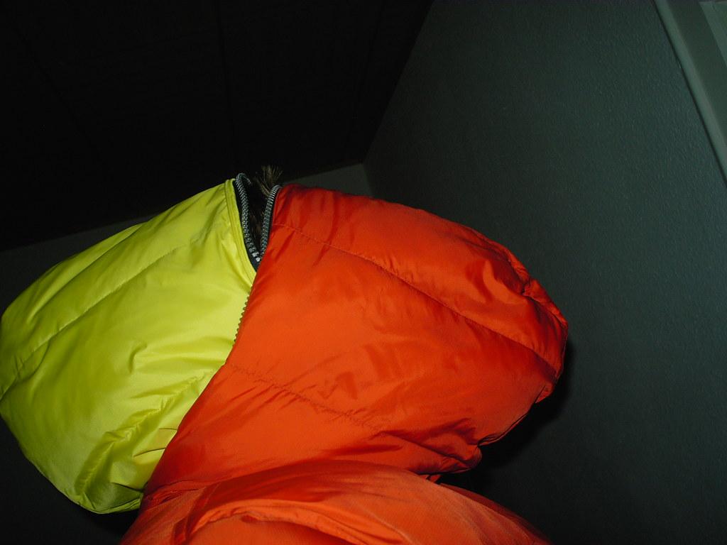 kif 1207 zwei daunenjacken eine vorne und eine hinten hoodmaster. Black Bedroom Furniture Sets. Home Design Ideas