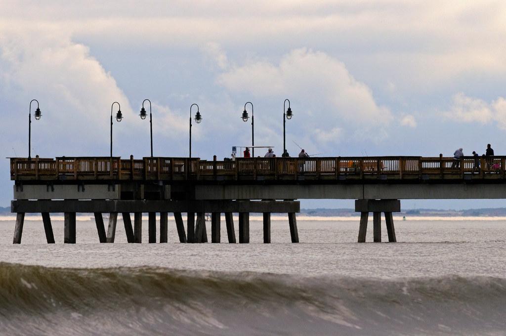 Buckroe beach pier the long fishing pier at buckroe for Buckroe beach fishing pier