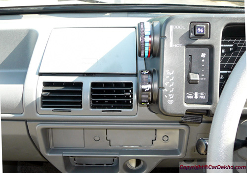 Maruti 800 side ac control interior photo maruti 800 is for Interior decoration of maruti 800