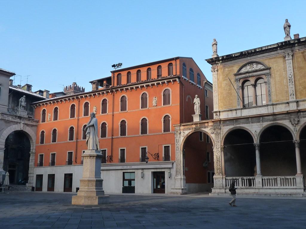 Casa della piet e loggia del consiglio piazza dei signo for Planimetrie e prezzi della casa