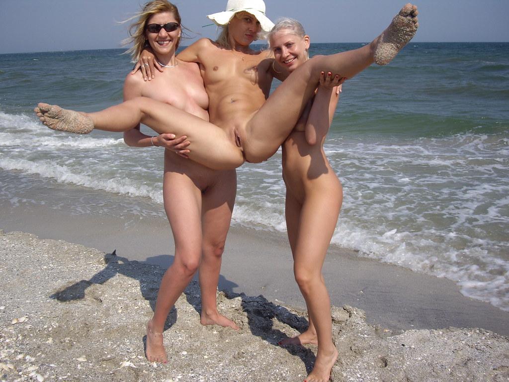 фото девушек на нудистком пляже