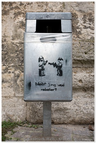 stencil on waste bin dieses stencil auf einem papierkorb i flickr. Black Bedroom Furniture Sets. Home Design Ideas
