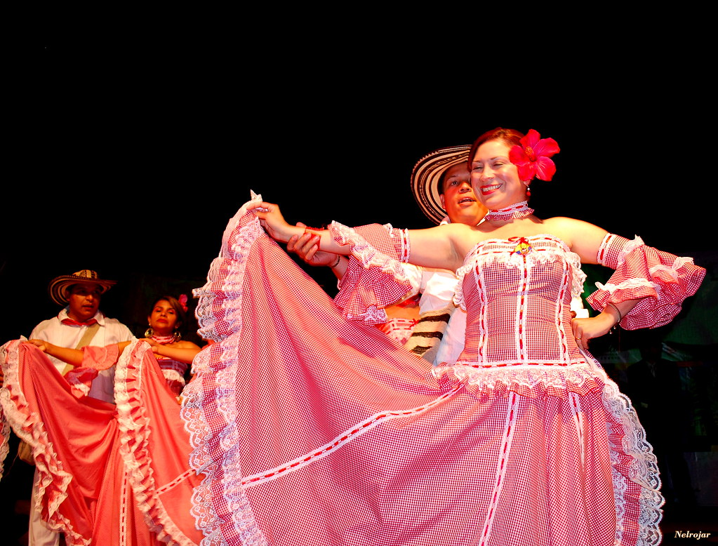 cumbia a traditional dance from colombia Cumbia is a latin american musical style that originated in colombia traditional cumbia and its associated dance is considered to be representative of colombia.