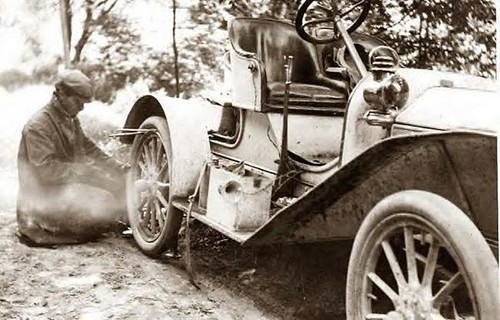 Fixing flat tire on Buick, Liberty, NY in 1909 | by Mjr Kool