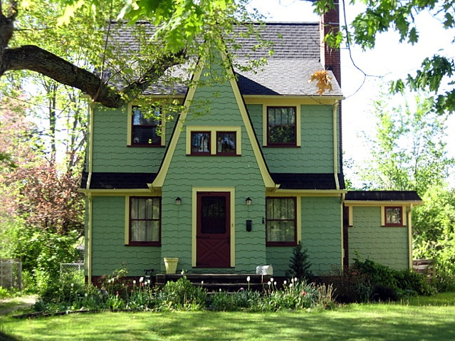Oberlin ohio green house with lovely yellow and for Green house white trim