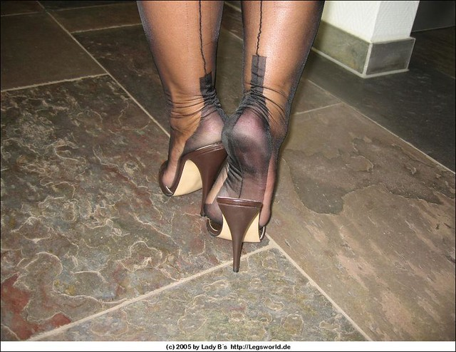 Download All Lady Barbaras Videos HERE!  legsworldnet