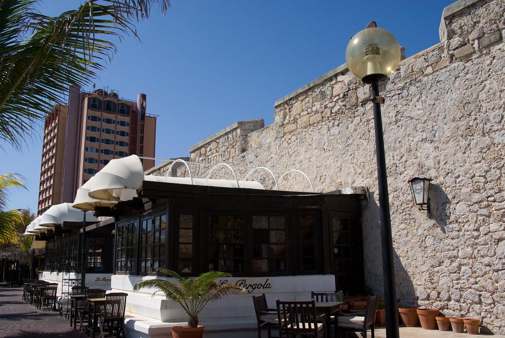 Restaurant La Pergola Avenue De Lardenne Toulouse