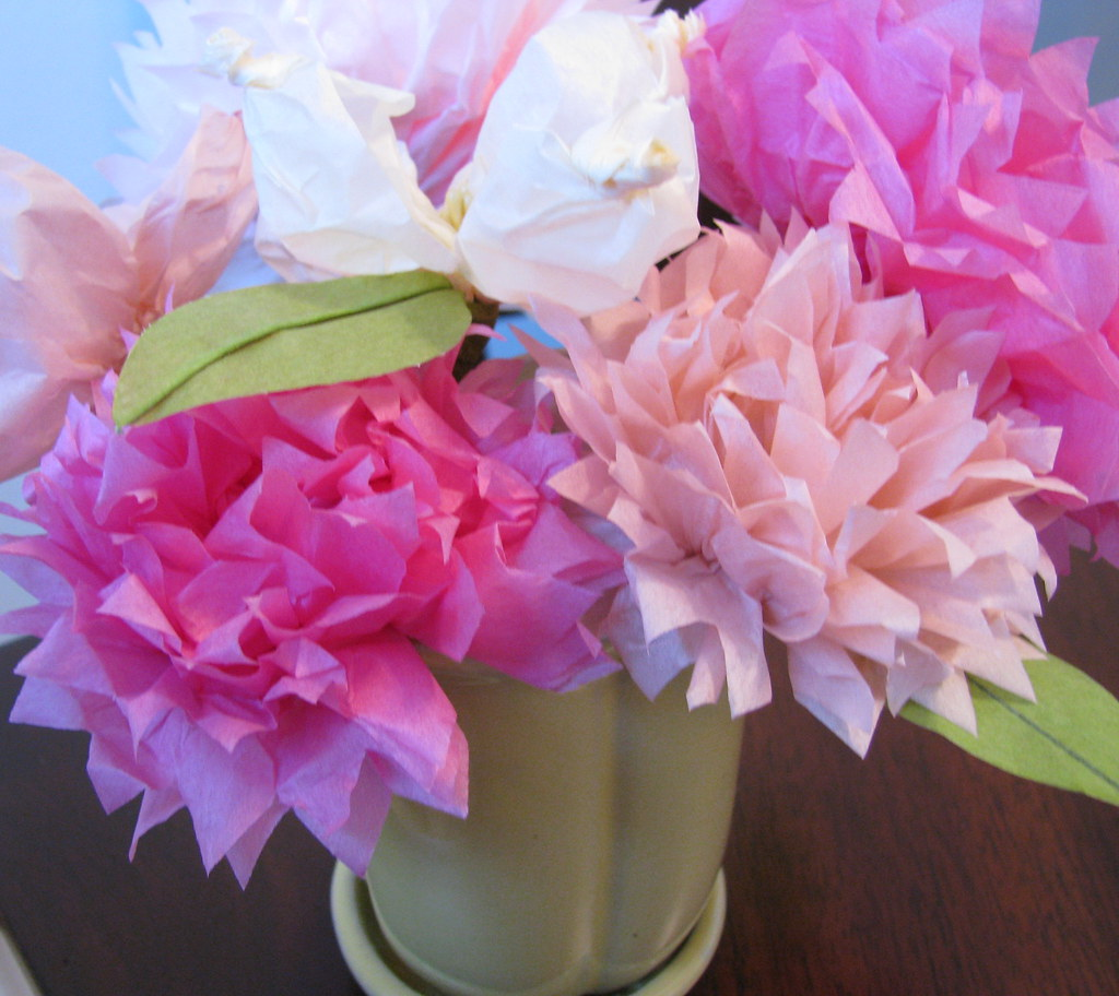 Martha stewart tissue paper flowers super easy and fun molly martha stewart tissue paper flowers by garage sale lover mightylinksfo