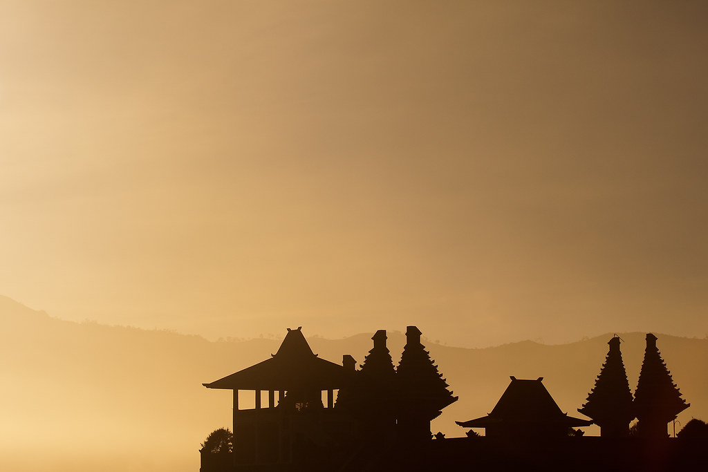 Sunrise over Pura Luhur Poten
