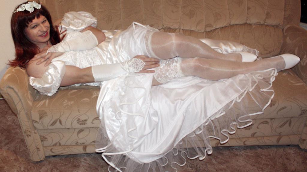 nudisti-razdvinuli-nogi