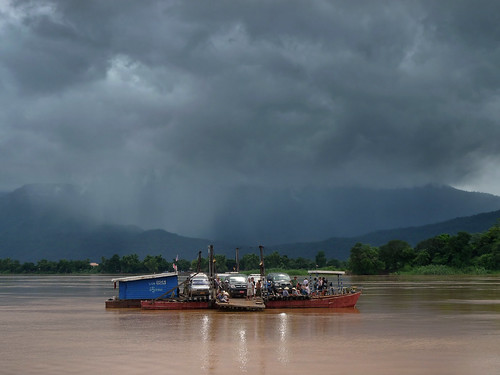 Crossing the Mekong river to Champasak | by B℮n