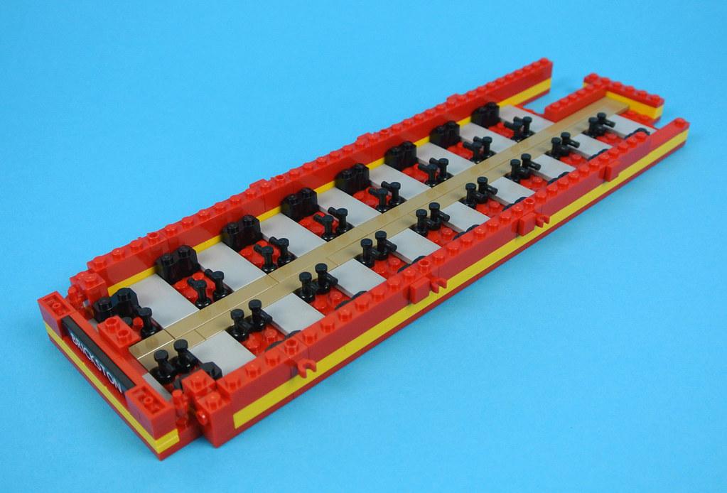 USED LEGO Part No 4213 in Bright Red AKA: Red LEGO Bau- & Konstruktionsspielzeug