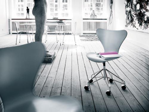 fritz hansen series 7 chair series 7 by arne jacobsen. Black Bedroom Furniture Sets. Home Design Ideas