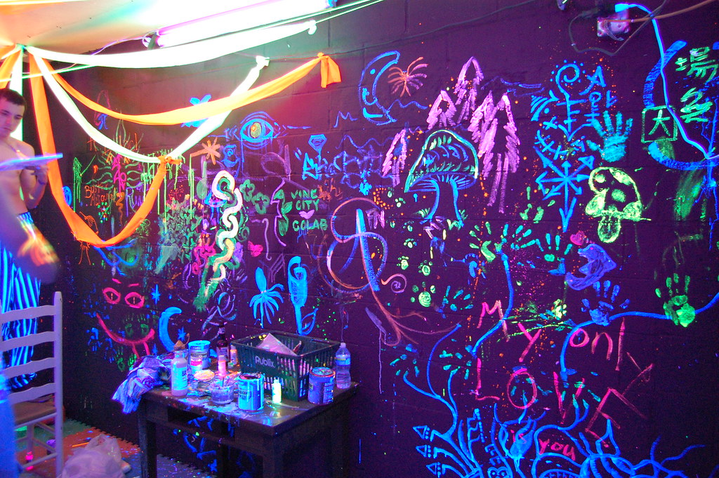 Blacklight Room Everyone Gets To Draw Whatever They Want