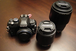 Calgary Alberta Olympus E420 DSLR with 40-150mm and 70-300mm Zoom Lenses Size Comparison | by Calgary Reviews