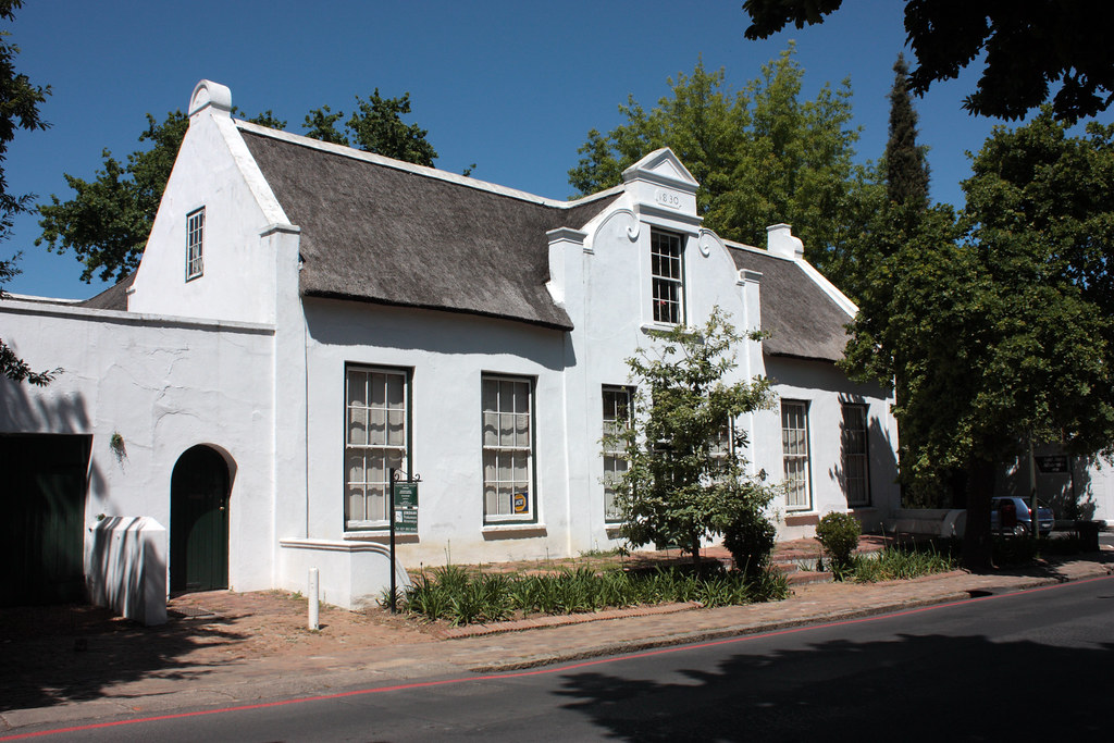 Cape dutch house stellenbosch this handsome thatch for Dutch house