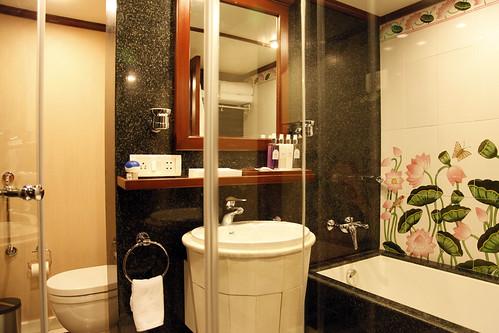 maharajas express luxury train india suite bathroom
