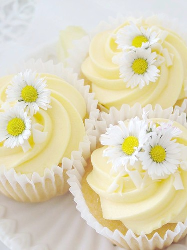 Lemon Daisy cupcake | by sweet berry me
