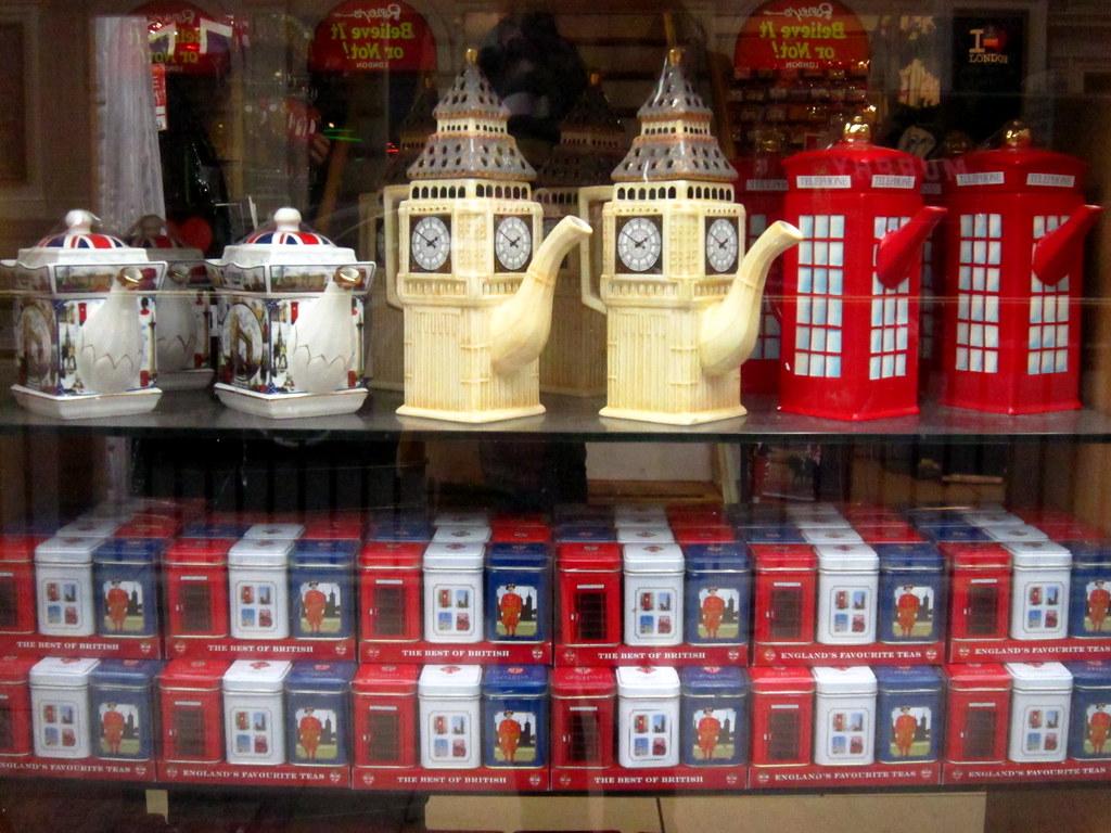 Что привезти из лондона на подарок 36