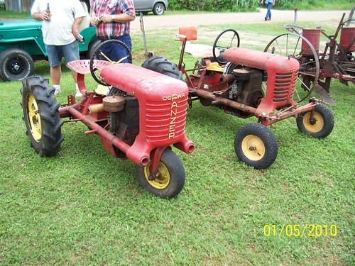 allis chalmers tractors with 4583444244 on Allis Chalmers 7060 2wd Beta V1 besides Article 1da9c9aa 47b1 5f54 Bb7f 9ab489622c2c likewise Allis Chalmers B additionally 24486224 further Le Sueur Pioneer Power Show.