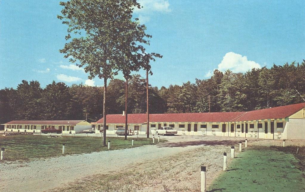 Century Motel - Epoufette, Michigan