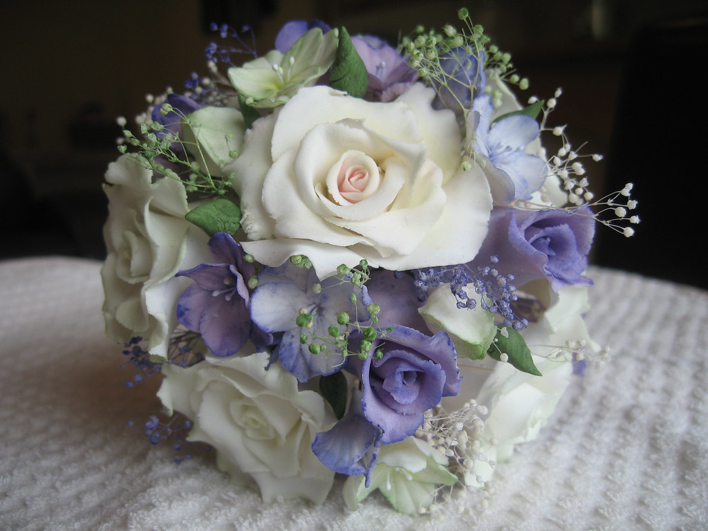 Sugar Paste Flower Bouquet A Selection Of Off White Roses Flickr