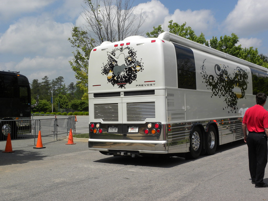 Demi Lovato Tour Bus