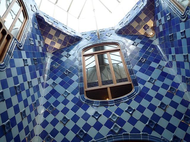 le puits de jour casa battlo de gaudi barcelone flickr. Black Bedroom Furniture Sets. Home Design Ideas
