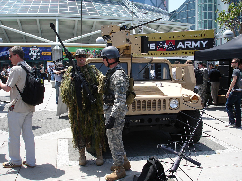 E3 2006 America's Army hummer | The Conmunity - Pop Culture Geek ...