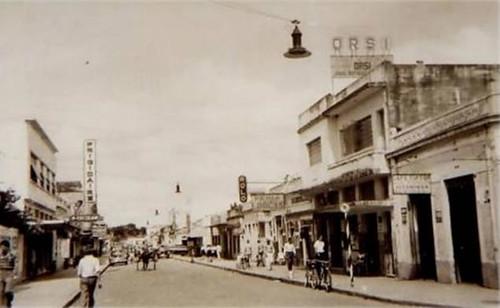 ... Rua Rui Barbosa, anos 60   by www.portaldearaguari.com.br 27969abf6c